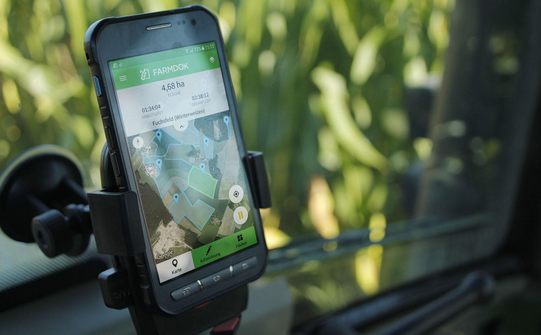 Smartphone montiert an der Scheibe
